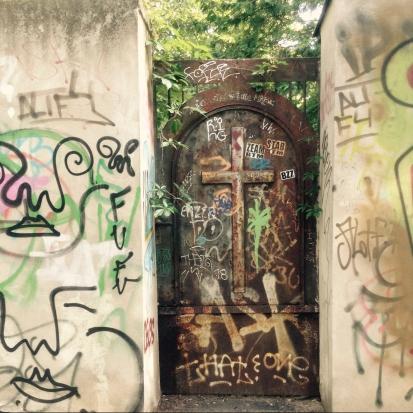 Cemetery gates (Barutherstrasse)