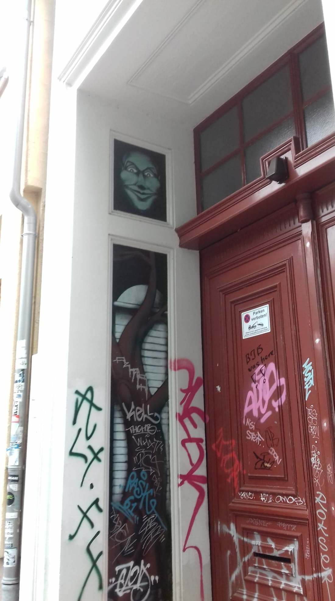 barutherstr door art